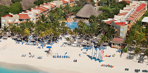 Playacar Real Esate - The Viva Wyndham Azteca Receives the 2013 Golden Apple Award