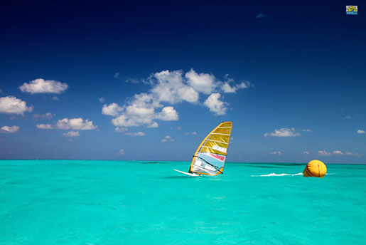 cancun-windsurfing